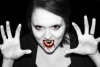 Make-up voor Halloween als een vampier - dus het is bizar