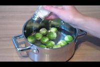 Koken tijd voor spruiten - het is helder
