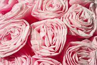 Tinker rozen van crêpepapier