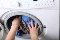 Was en droog t-shirt tegen de klok - u moet zich bewust zijn van