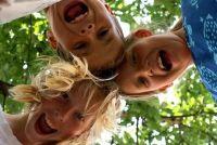 Kinderen lawaai in het appartement - dus gaan met het goed te