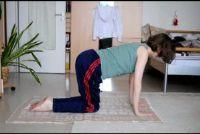Terug spiertraining - een oefening zonder apparatuur
