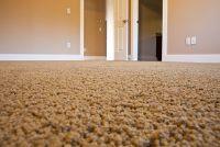 Deur is niet te wijten aan tapijt - dus u kunt helpen
