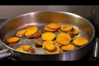 Voorbereiding van de zoete aardappelen - pan, oven en pot