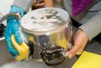 Verbrande pot - zodat u het reinigen zonder residu