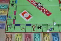Monopoly - de verdeling geld gaat als volgt