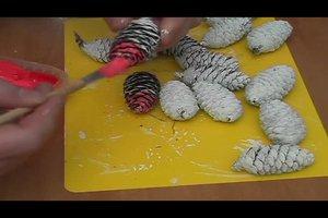 Maak Weihnachtsbaumschmuck zelf - hoe het werkt met dennenappels