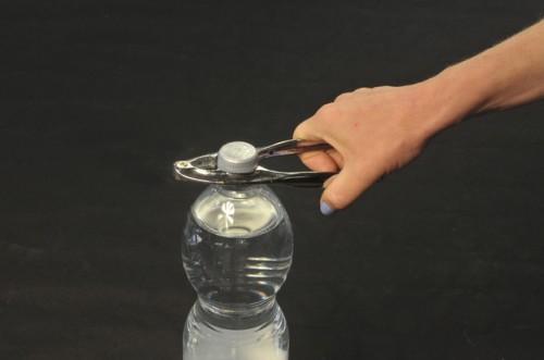 Schroef de fles stevig vastzit - zodat je het kunt krijgen op
