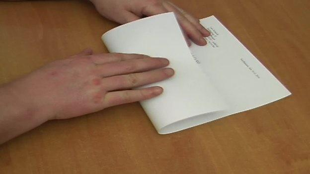 Brief Richtig Falten Din A4 : Vouw brief voor visuele envelop correct