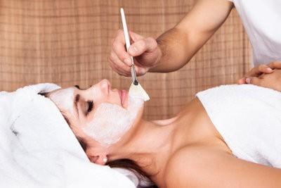 Het maken pompoen masker voor een mooie huid zichzelf