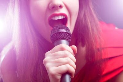 Schor van het zingen - zodat u uw stem met huismiddeltjes redden